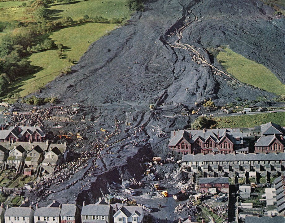 The Political Aftermath of the AberfanDisaster